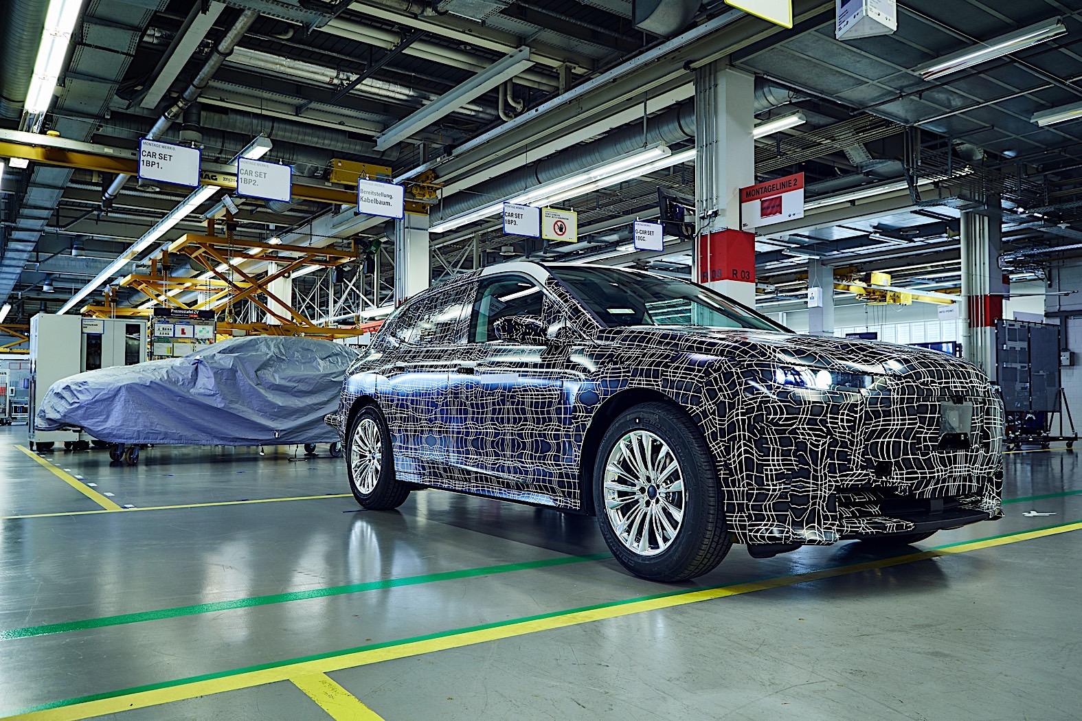 Sklapanje BMW iNext prototipova (VIDEO)