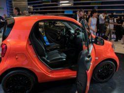 830x532_une-voiture-electrique-smart-fortwo-fabriquee-par-brabus-exposee-sur-le-stand-mercedes-au-salon-automobile-de-pekin-le-24-avril-2016