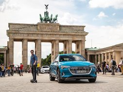audi-to-give-this-scooter-skateboard-hybrid-for-free-to-e-tron-car-buyers_11