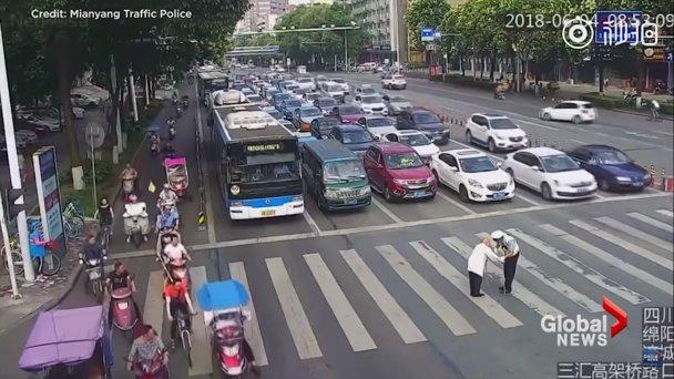 Dva lica policije pokazali Rumuni i Kinezi (VIDEO)