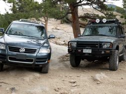 vw-touareg-vs-land-rover-discovery (2)