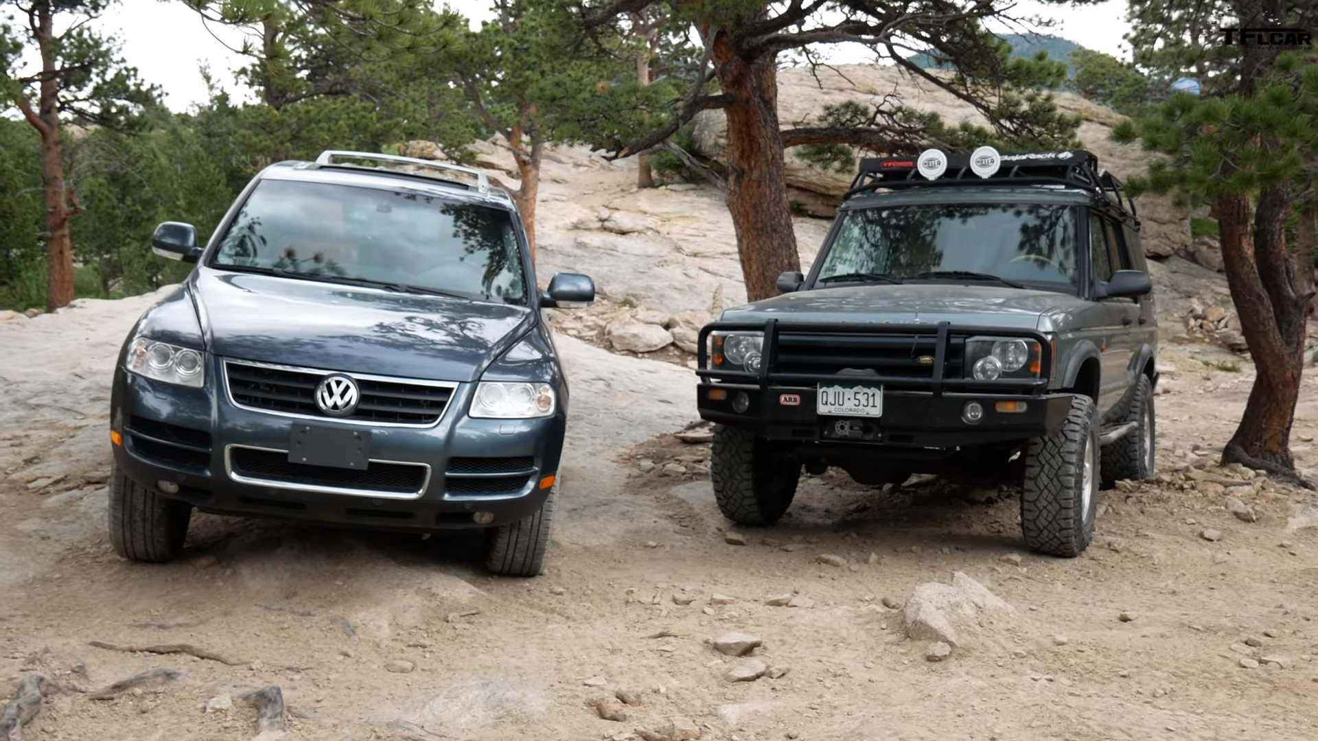 VW Touareg vs Land Rover Discovery u off-road duelu (VIDEO)