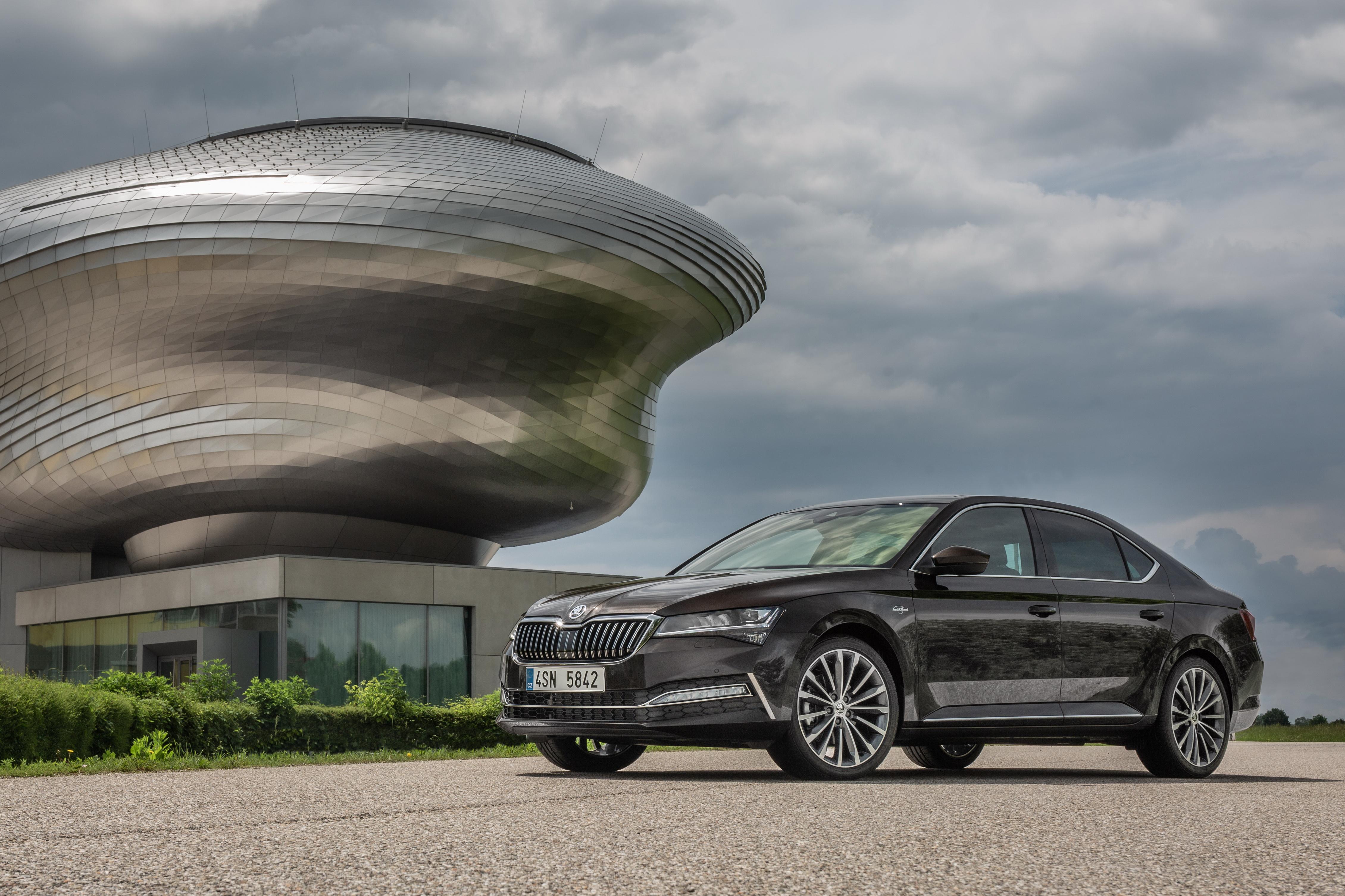 Hibridna Škoda Superb debitovala u Frankfurtu