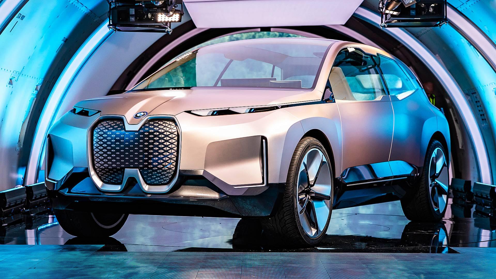 BMW koristi seks za popularizaciju modela iNext i autonomnih vozila uopšte (VIDEO)