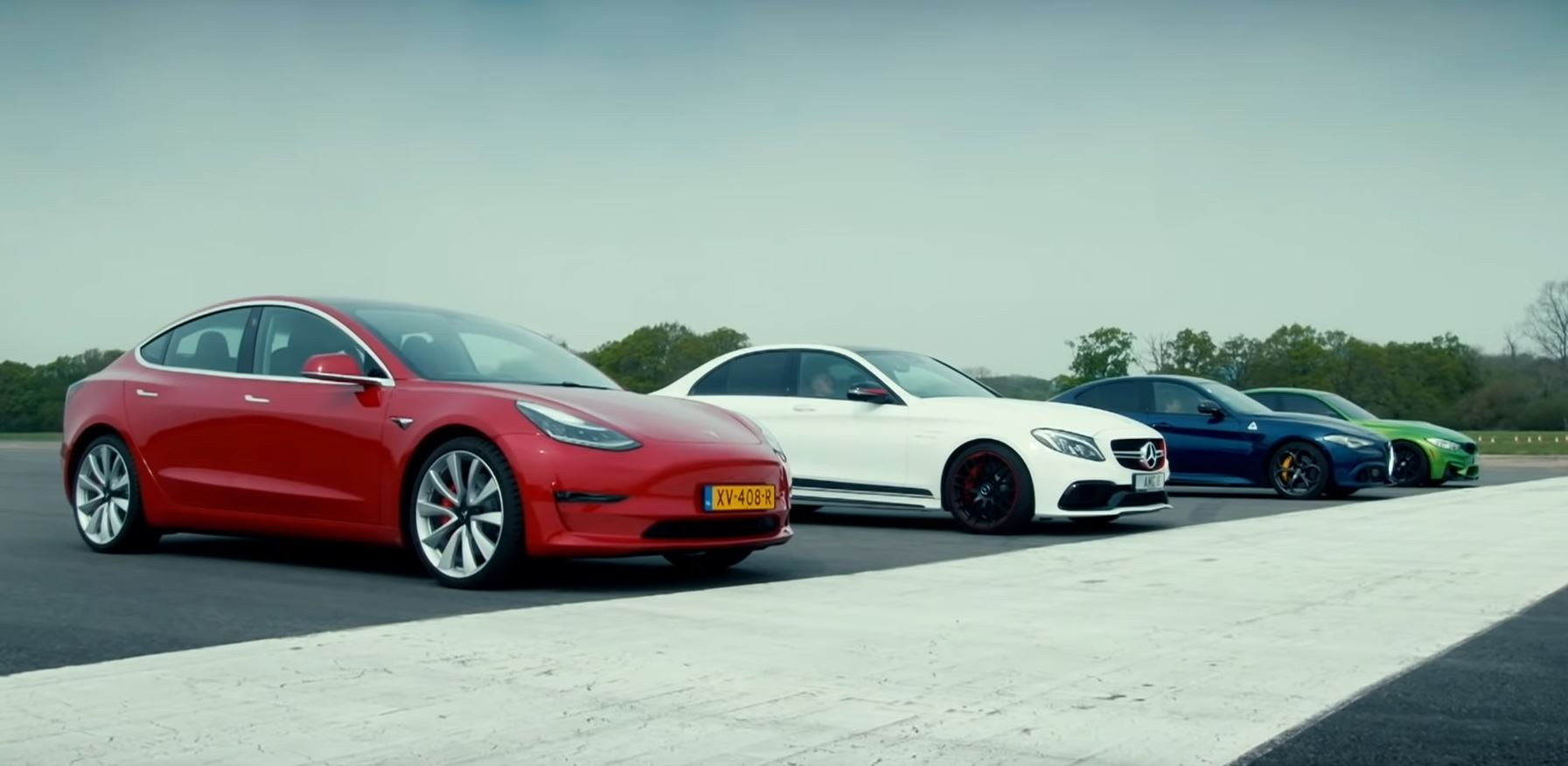 Tesla Model 3 vs Alfa Romeo Giulia QV vs BMW M3 vs Mercedes-AMG C63 (VIDEO)