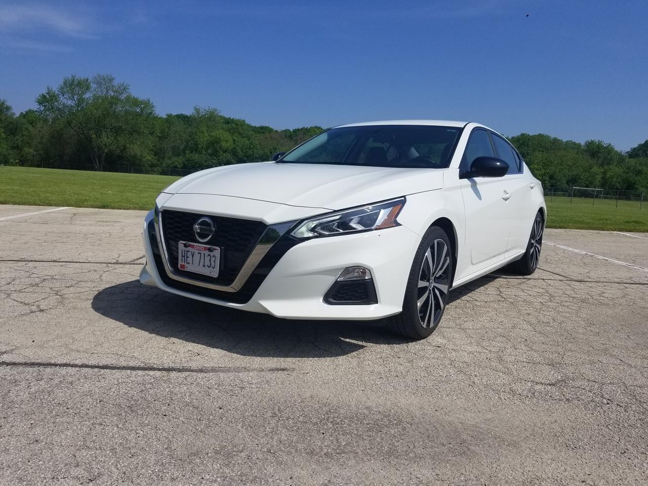 Nissan Altima SR – Ubica iz senke