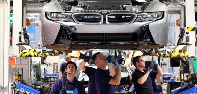 BMW reže plate brojnom visoko kvalifikovanom kadru