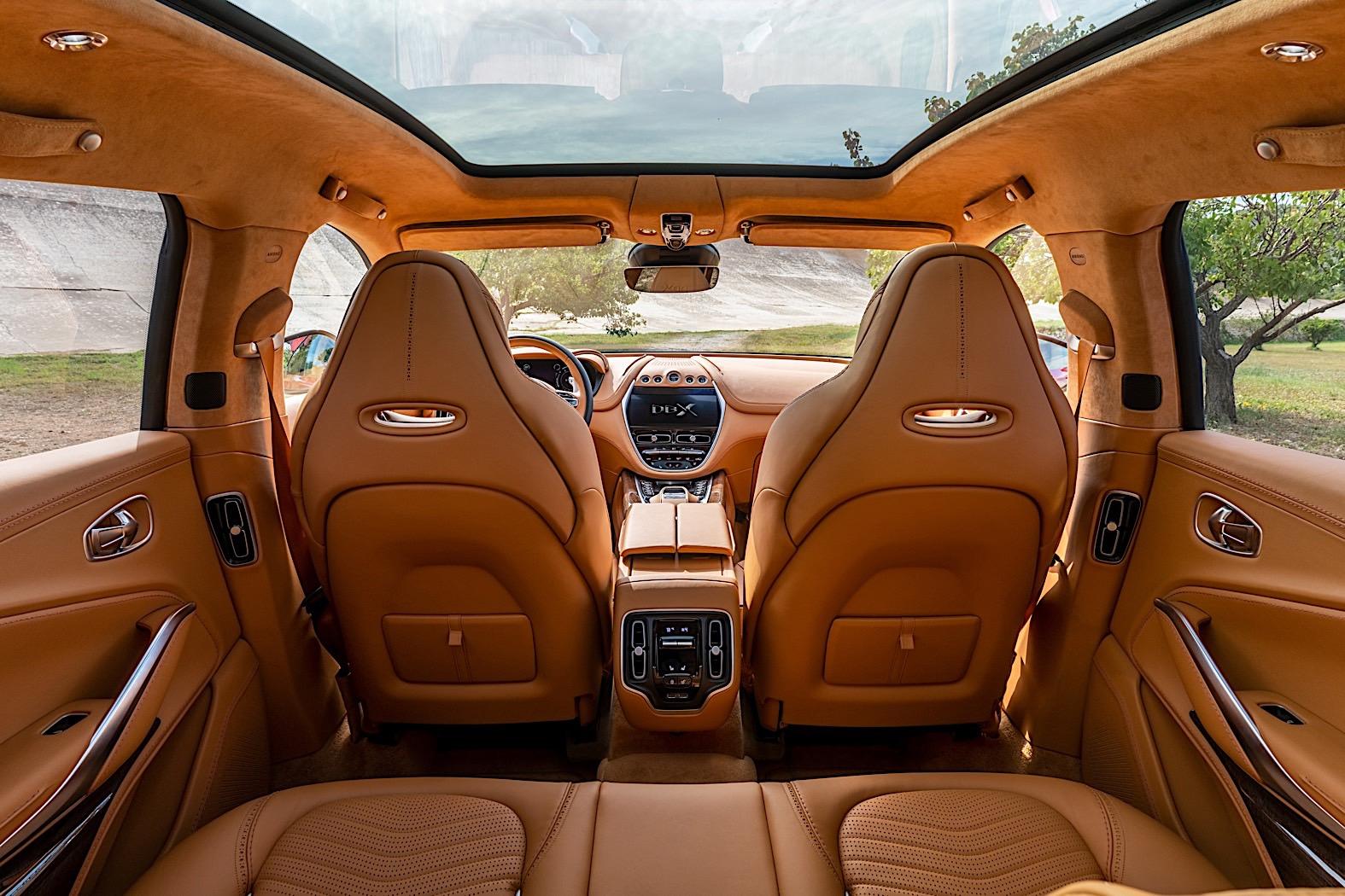 Aston Martin DBX: enterijer