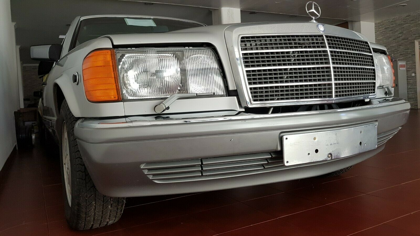 Na prodaju Mercedes-Benz 560 SEL u mint stanju! (GALERIJA)