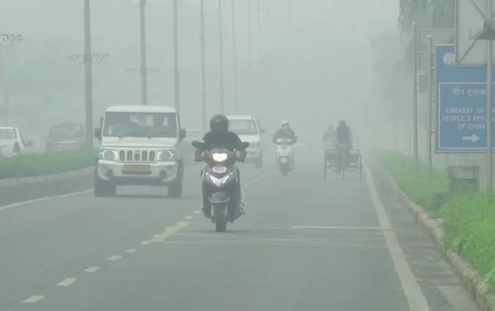 Nju Delhi uveo zabrane vožnje