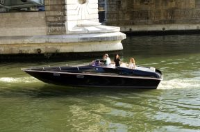 second-life-batteries-from-renault-ze-can-now-carry-you-on-the-seine-in-paris_2