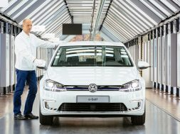 volkswagen-has-sold-100000-e-golf-electric-hatchbacks_5