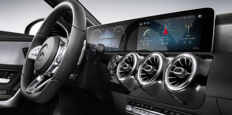 Šta kaže Mercedesov MBUX sistem kada ga pitaju za BMW?