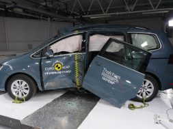volkswagen-sharan-euro-ncap-pole-crash-after-test-dec-2019-1